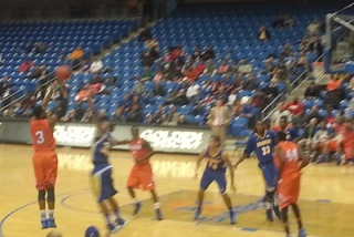 Outler makes a three vs. CSUB